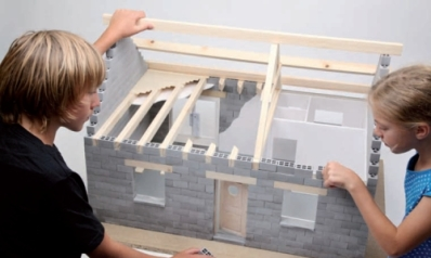 Fabriquer un parpaing de construction pour monter un mur