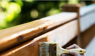 Comment repeindre des boiseries extérieures ?