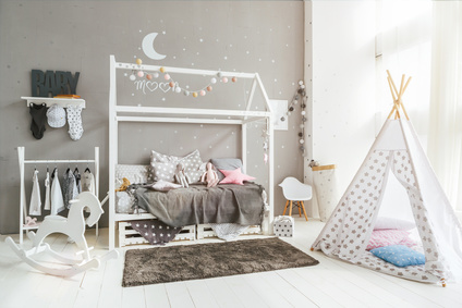 lit cabane montessori simple lit cabane bois massif sommier x with lit cabane montessori. Black Bedroom Furniture Sets. Home Design Ideas