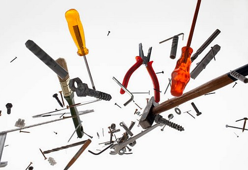Bricolage : les 12 outils indispensables dans une caisse à outils