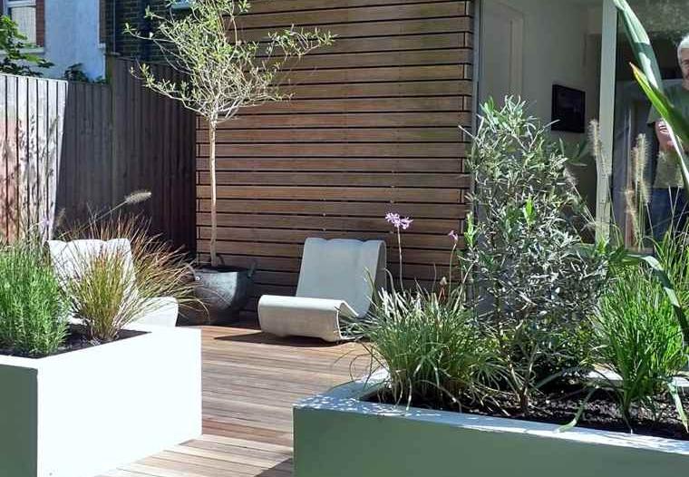 Une terrasse et une jardin moderne