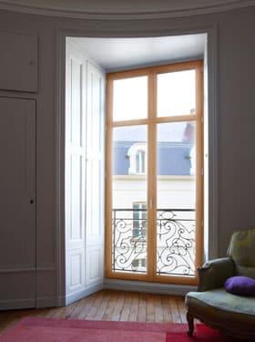 Un joli modèle de fenêtre en bois à découvrir en cliquant ici