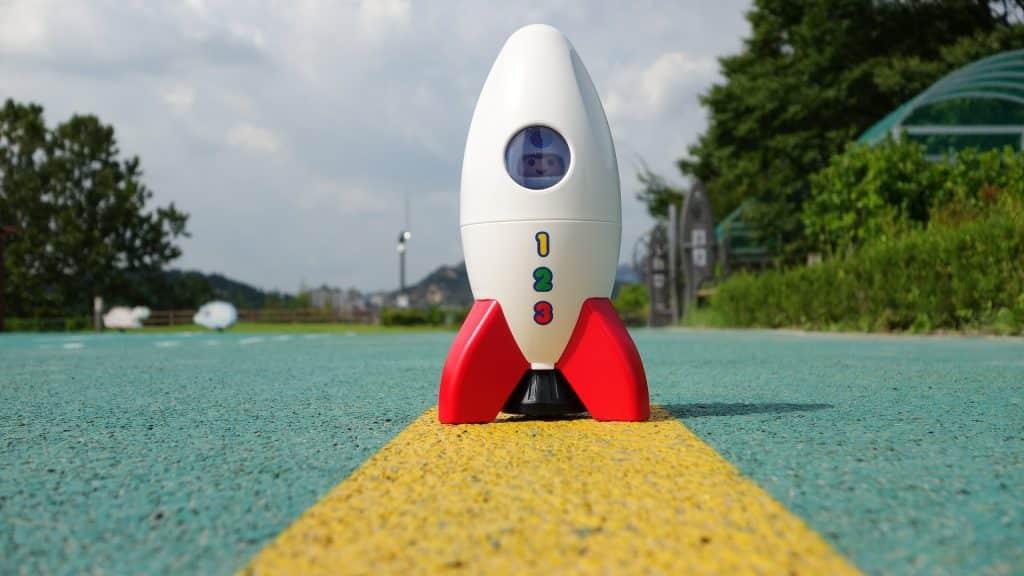 Un jouet fusée pour enfant