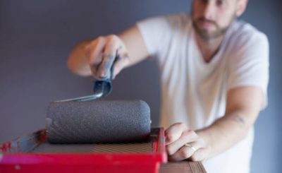 Peindre son carrelage avec un rouleau de peinture